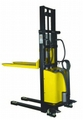 9.7 - STACKER ELETRO MANUAL  - 1000KG - 2500MM - DINAMIC